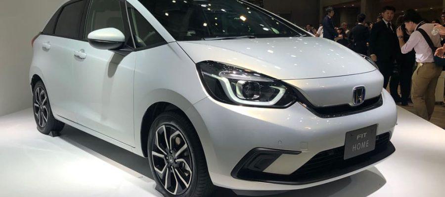 Honda Fit blanco de cuarta generación
