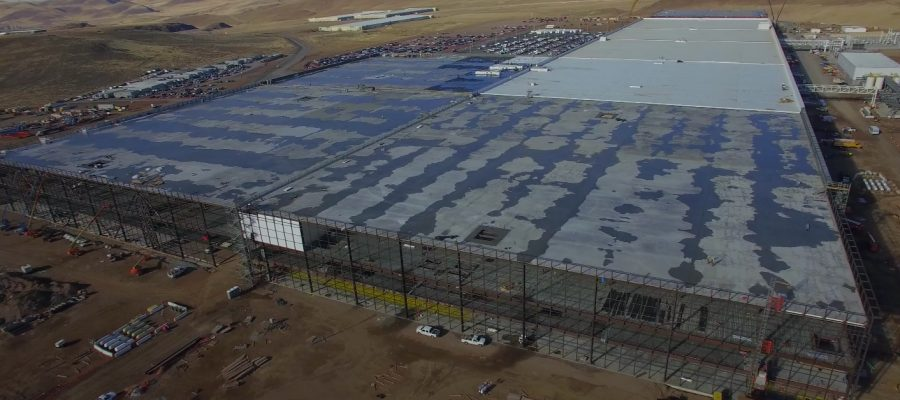 Foto aerea de una Tesla Gigafactory